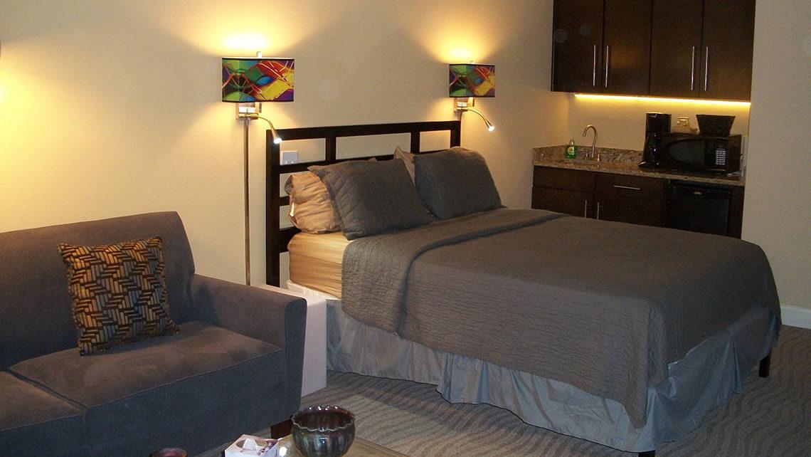 Bella Paradiso Condo 12 Queen Bed & Kitchenette